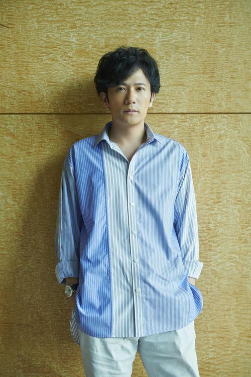 レストランを演出する稲垣吾郎