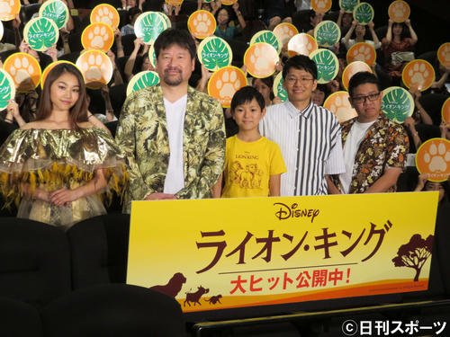 映画「ライオン・キング」の大ヒット記念イベントに出席した、左からRIRI、佐藤二朗、熊谷俊輝、亜生、昴生