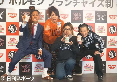 マキシマムザホルモンのメンバー。左からマキシマムザ亮君、ナヲ、ダイスケはん、上ちゃん(2019年2月21日撮影)