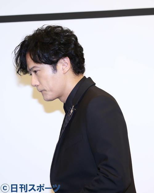 フォトセッションを終え引き揚げる稲垣吾郎(撮影・河田真司)