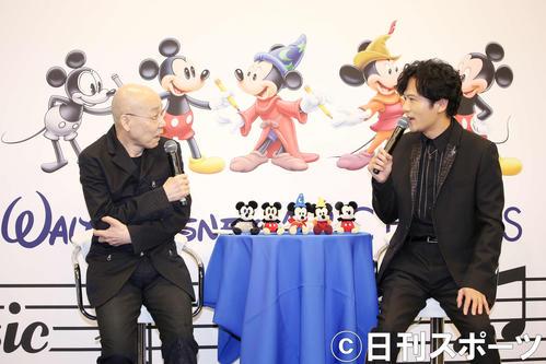 ウォルト・ディズニー作品についてのトークが盛り上がる稲垣吾郎(右)と音楽監督の島健(撮影・河田真司)