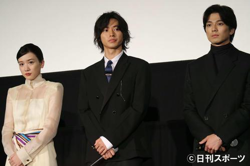 映画「二ノ国」舞台あいさつに出席した、左から永野芽郁、山崎賢人、新田真剣佑(撮影・小林千穂)