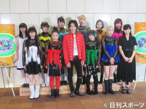 ミュージカル「プレイハウス」公開舞台稽古に出席した磯村勇斗(前列左から3人目)