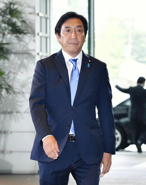 経産相に決まり、首相官邸に入る菅原一秀氏(共同)