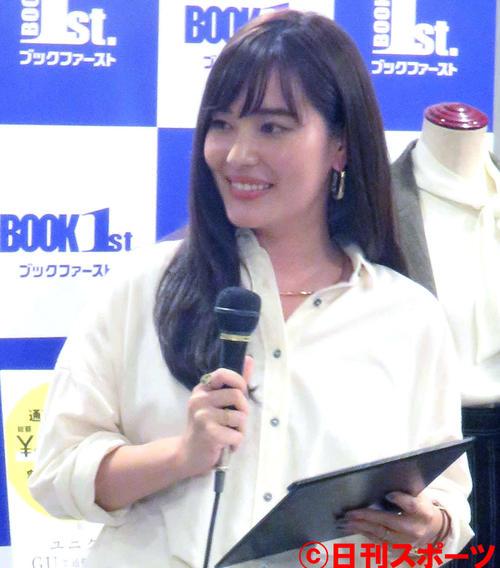 スタイリスト小山田早織さんの出版記念トークショーに出席した林みなほアナウンサー