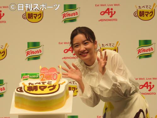 24日の20歳の誕生日を前にサプライズで贈られたバースデーケーキに笑顔を見せる永野芽郁
