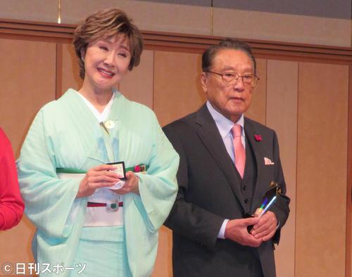 グッドエイジャー賞を受賞した小林幸子と伊東四朗