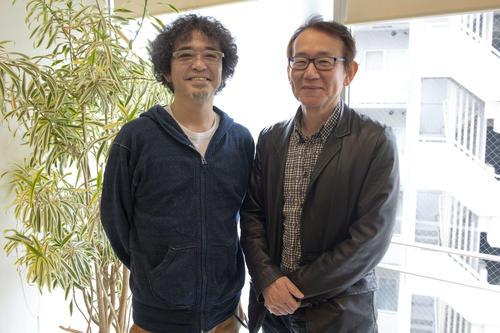 映画「カツベン!」のエンディングテーマ曲を歌う奥田民生(左)と、周防正行監督