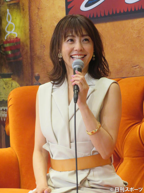 海外ドラマ「フレンズ」について、笑顔で語る小林麻耶