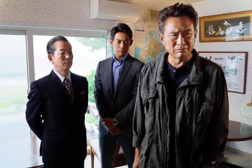 テレビ朝日系ドラマ「相棒 season18」に出演する、左から水谷豊、反町隆史、ゲストの船越英一郎