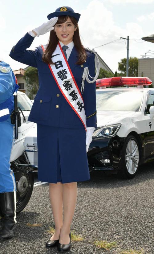 千葉・松戸東警察署の一日警察署長を務めた奥山かずさ