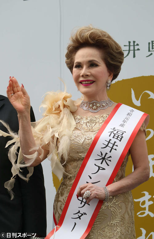 福井県産の米「いちほまれ」の発売イベントに出席したデヴィ夫人