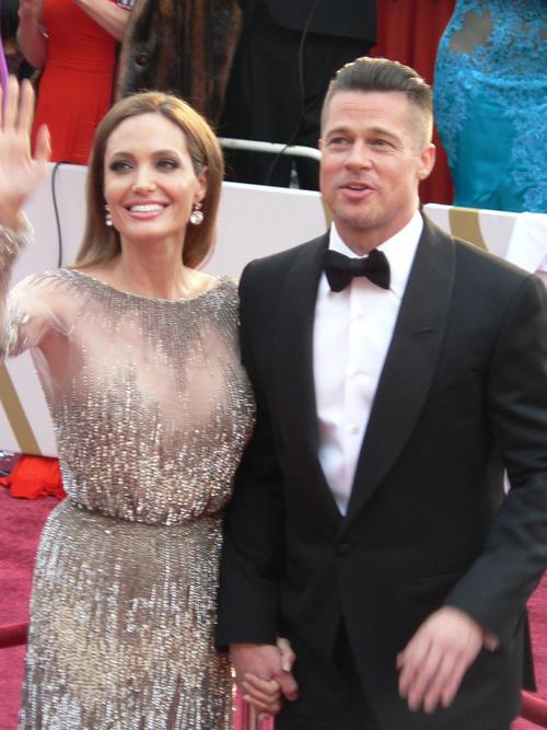 アンジェリーナ・ジョリー(左)とブラッド・ピット(14年3月2日撮影)