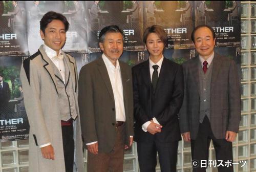 主演舞台「THE NETHER」の初日を迎えた北山宏光(左から3人目)。左からシライケイタ、平田満、1人おいて中村梅雀(撮影・横山慧)