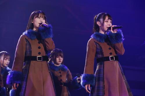 乃木坂46の「アンダーライブ2019」でセンターを務めた岩本蓮加(左)。右は阪口珠美