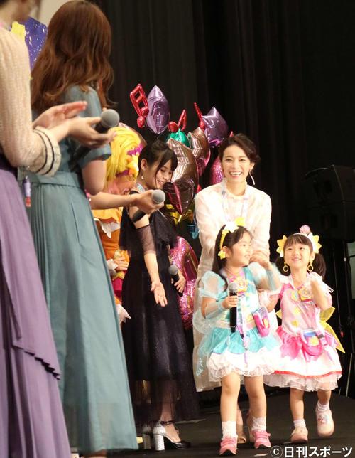 「映画 スター☆トゥインクルプリキュア 星のうたに想いをこめて」の初日舞台あいさつに出席した知念里奈