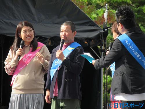 京都国際映画祭のステージイベントに出演した横沢夏子(左)と木村祐一(撮影・星名希実)