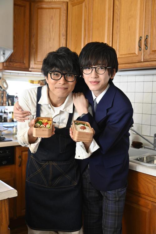 映画「461個のおべんとう」に主演する井ノ原快彦(左)。右は道枝駿佑