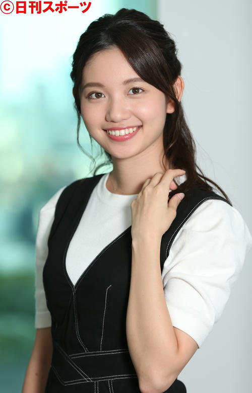 アイドルのようなかわいさのテレビ東京・田中瞳アナウンサー(撮影・中島郁夫)