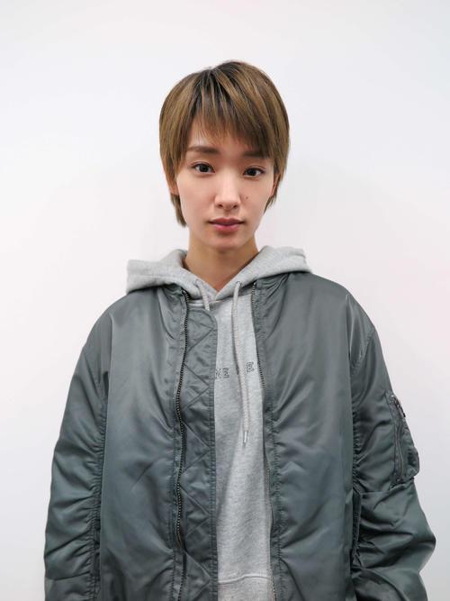テレビ大阪ドラマ「抱かれたい12人の女たち」にゲスト出演する剛力彩芽。女優Aを追う芸能記者を演じる