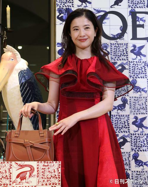 「CASA LOEWE Tokyo」のオープニングセレモニーに出席した吉高由里子