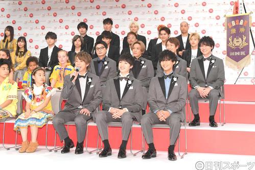 第70回NHK紅白歌合戦の発表会見で笑顔を見せるKis-My-Ft2(撮影・加藤諒)