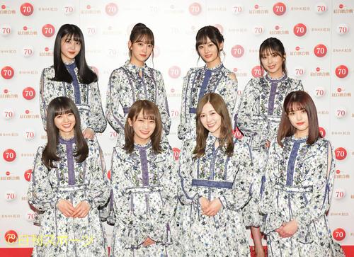 ステージで笑顔を見せる乃木坂46(2018年12月31日撮影)
