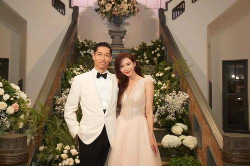 台南市内で挙式・披露宴を行ったEXILE AKIRA(左)とリン・チーリン夫妻