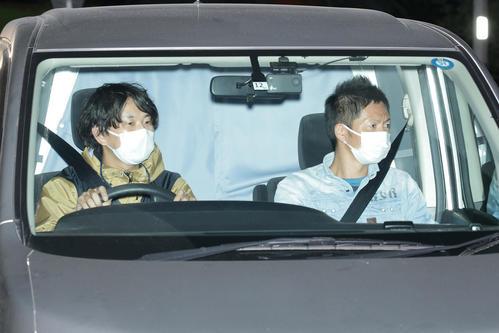 東京湾岸署に入る沢尻エリカ容疑者を乗せたと思われる車両(19年11月16日撮影)