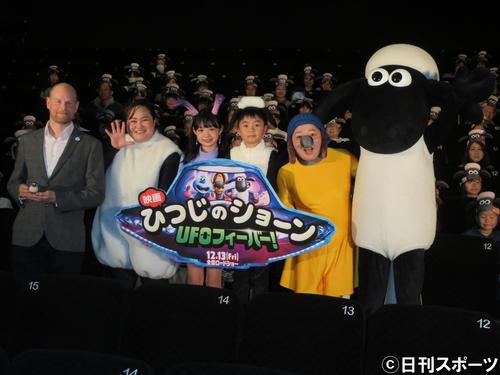 映画「ひつじのショーン UFOフィーバー!」の舞台あいさつに出席した、左からウィル・ベチャー監督、ゆいP、Hinata、市川右近、オカリナ、ショーン