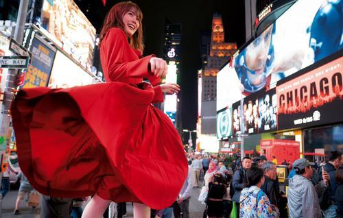 生田絵梨花写真集「インターミッション」のカット