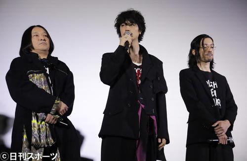 舞台あいさつする左から永野、斎藤工、金子ノブアキ(撮影・中島郁夫)