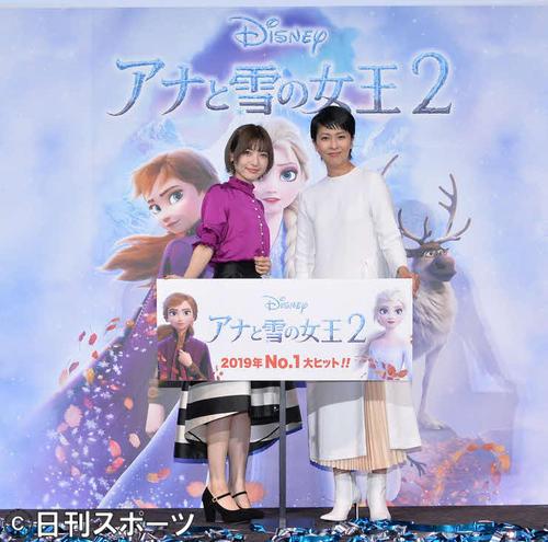 映画「アナと雪の女王2」のヒット記念イベントに出席した神田沙也加(左)、松たか子