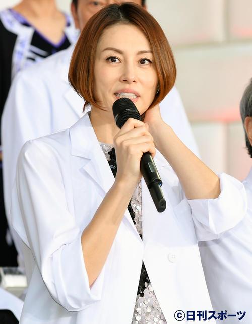 テレビ朝日系ドラマ 「ドクターX~外科医・大門未知子~」制作発表記者会見で話す米倉涼子