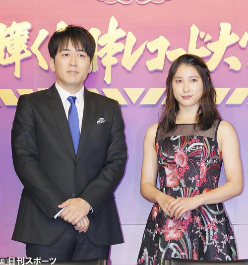 安住紳一郎(左)と土屋太鳳(2018年11月26日撮影)