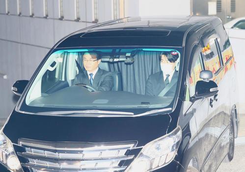 東京湾岸署を出る沢尻エリカ被告を乗せたと思われる車(撮影・足立雅史)