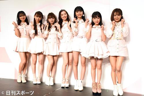 渡辺美優紀(左から4人目)プロデュースで結成されたAnge et Folletta。左からKotomi、Minami、Mika、1人おいてRena、Miyuu、Aoi(撮影・大友陽平)