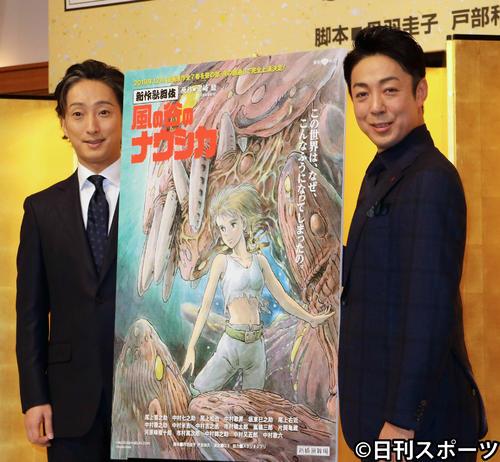 新作歌舞伎「風の谷のナウシカ」制作会見に出席した尾上菊之助(右)、中村七之助(2019年9月30日撮影)