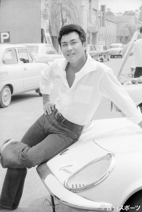 東映「不良番長シリーズ」に抜擢(てき)され、ポーズをとる梅宮辰夫さん(1968年8月5日撮影)