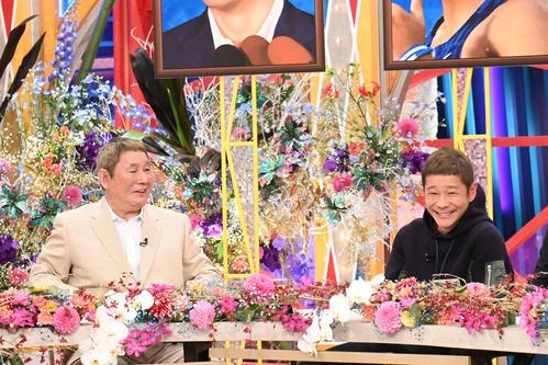 テレビ朝日系「ビートたけしのTVタックル」年末スペシャルに出演するビートたけし(左)と前澤友作氏