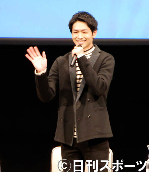 「スカーレット」のイベントに参加し、ファンに手を振って応える松下洸平(撮影・松浦隆司)