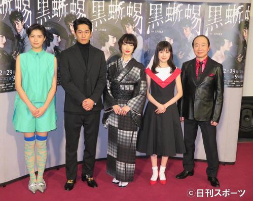 ドラマ「黒蜥蜴-BLACK LIZARD」の会見を行った、左から佐久間由衣、永山絢斗、りょう、福本莉子、中村梅雀
