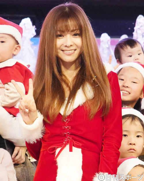 Photo of Mai Kuraki reveals Santa cosplay @ Christmas rare episode