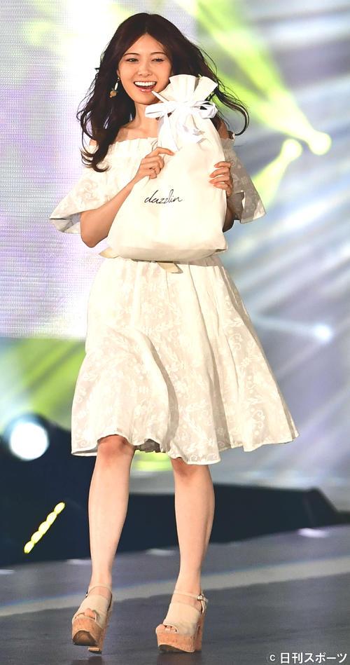 イベント「マイナビ ガールズアワードSPRING/SUMMER」に出演した白石麻衣(17年5月)