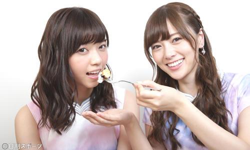 対談した乃木坂46の西野七瀬(左)と白石麻衣(15年10月7日)