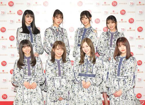 NHK紅白歌合戦のリハーサルを終え、笑顔で撮影に応じる乃木坂46(撮影・加藤諒)