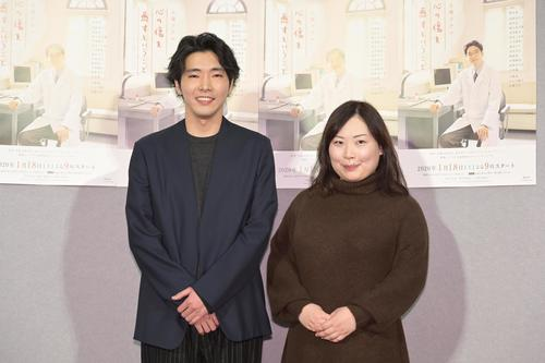 NHK「心の傷を癒すということ」の会見を行った柄本佑と脚本家桑原亮子さん