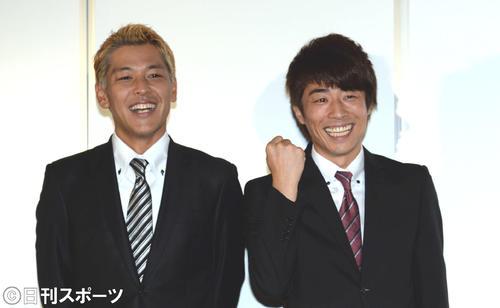 ロンドンブーツ1号2号の田村淳(右)、田村亮(2013年9月17日撮影)