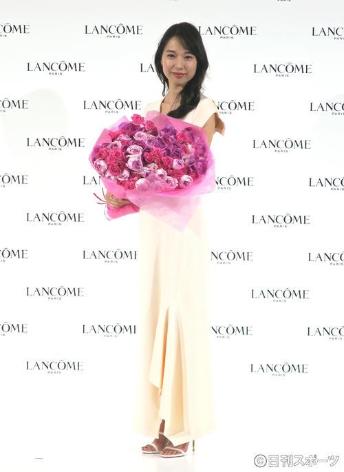 コスメブランド、ランコムのミューズとして新商品発表会に出席した戸田恵梨香