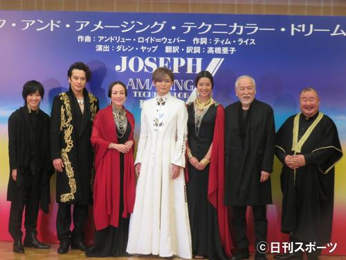 左から元木湧、小西遼生、シルビア・グラブ、薮宏太、すみれ、村井国夫、小浦一優